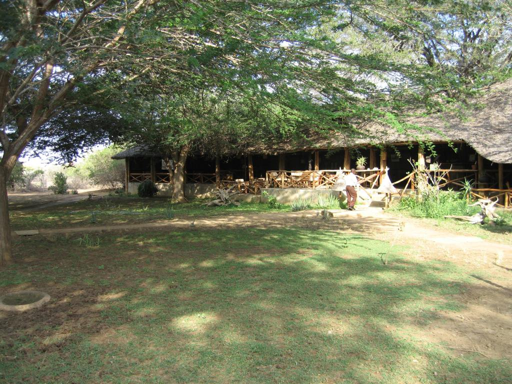 Satao Camp resturant and bar area